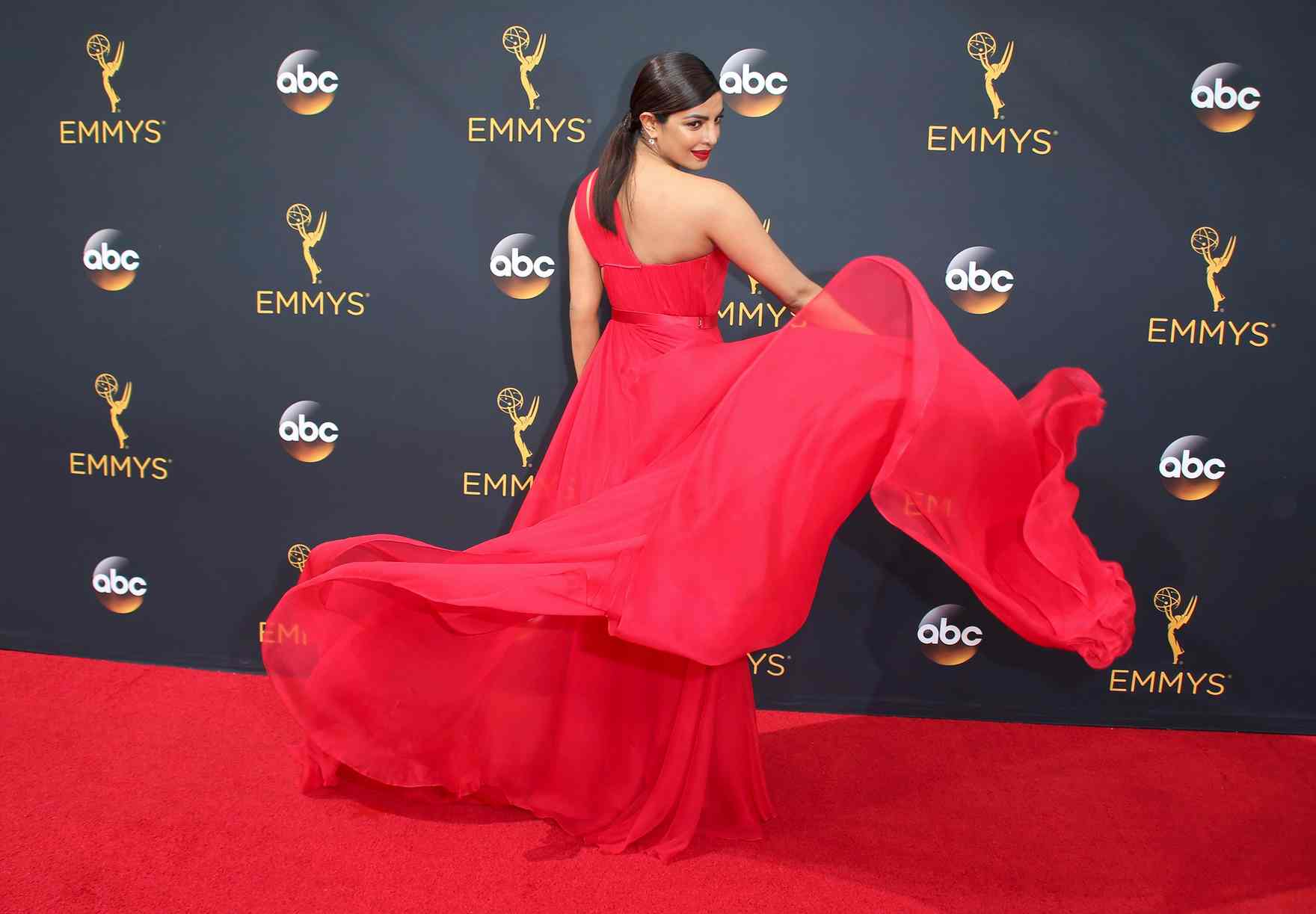 BEST DRESSED OF THE WEEK: EMMY'S 2016 EDITION!