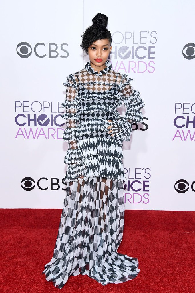 yarashahidipeoplechoiceawards2017arrivals-off-white