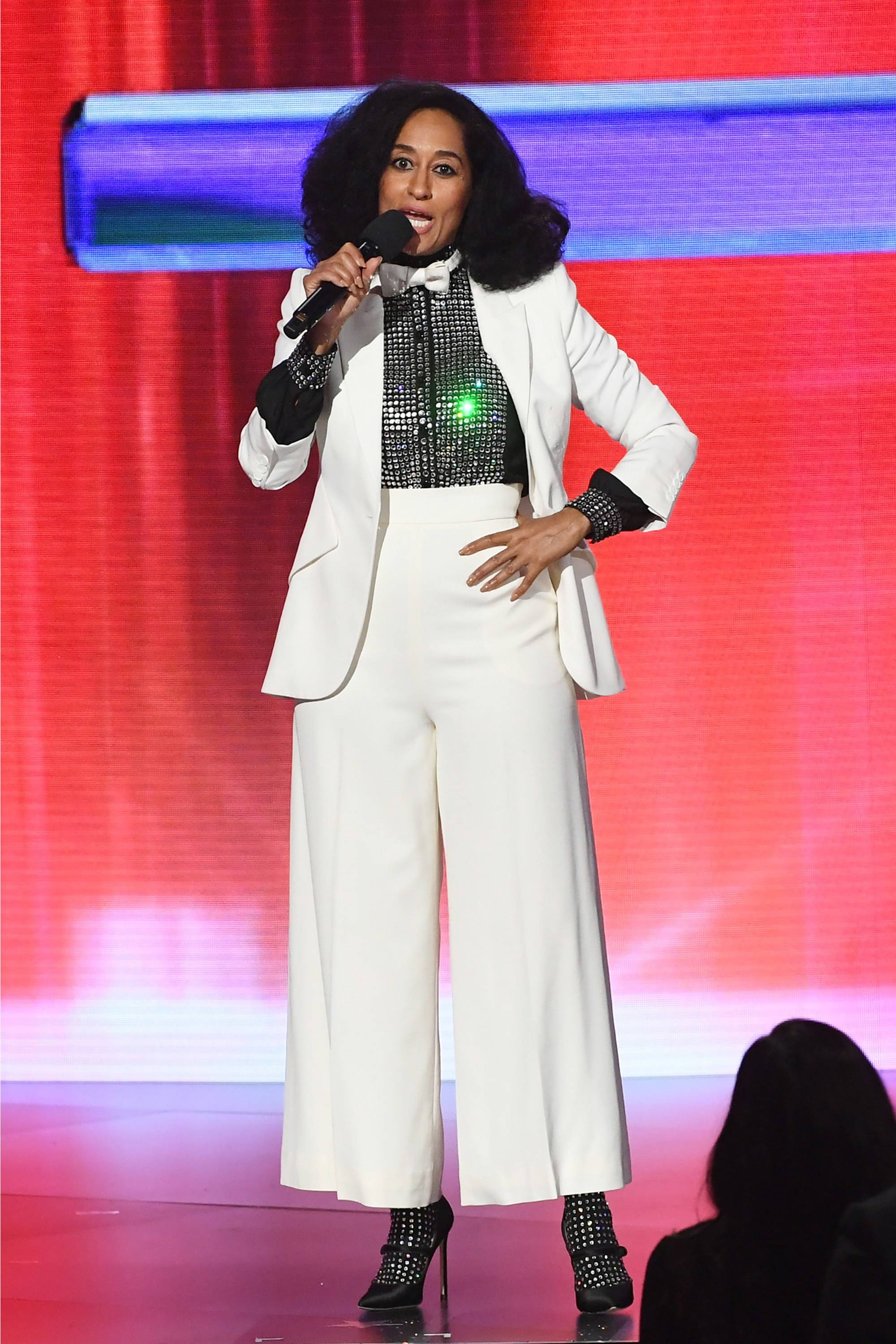 TRACEE ELLIS ROSS HOSTED THE 2017 AMA'S IN STYLE!